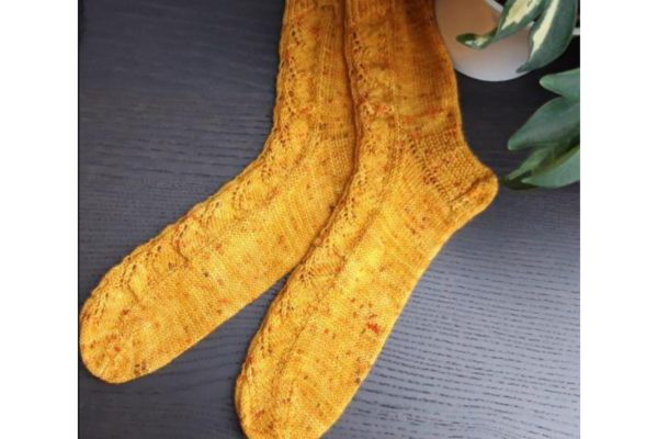 Chaussettes Iris jaune. Du Fil A Retordre. Made in France